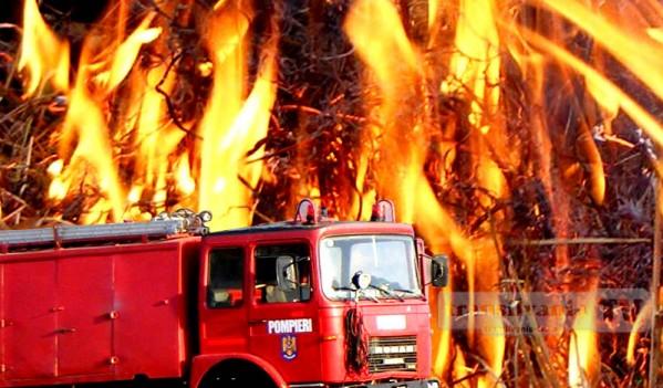 Pompierii din Blaj au stins un incendiu izbucnit la o casă de tip familial din Tiur