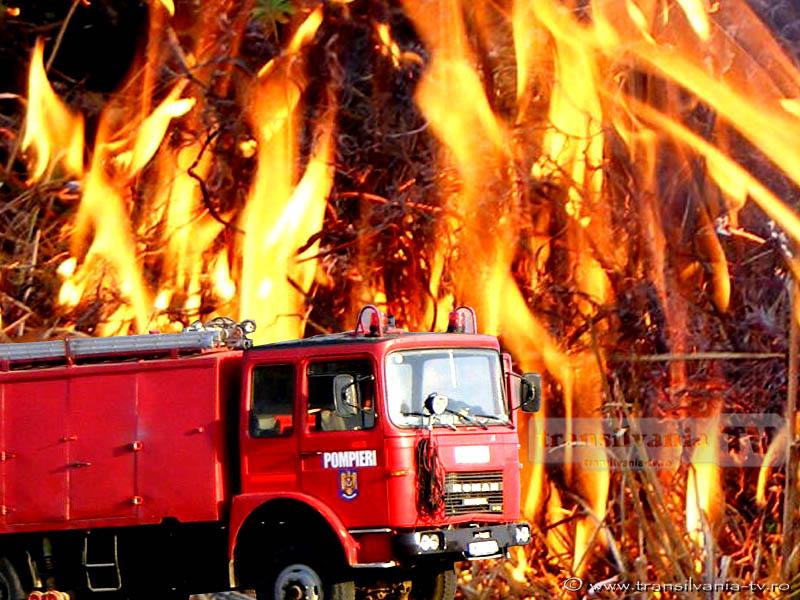 Două incendii stinse ieri de pompieri în Aiud