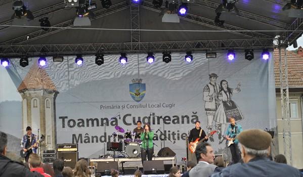 """Nicole Cherry, Maxim Band, Zob şi Zdub cântă la """"Toamna Cugireană"""" 2014"""