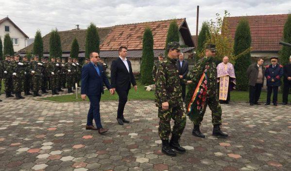 Autorităţile publice locale din Municipiul Sebeş au organizat astăzi,  25 octombrie 2016, o serie de manifestări dedicate Zilei Armatei Române.