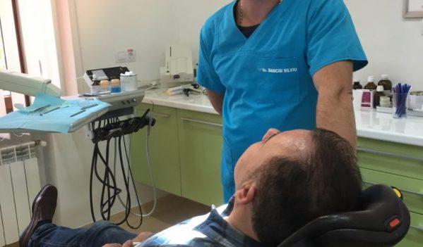 Dr Silviu Danciu despre bijuteriile dentare, implanturi, alungirea si albirea dintilor