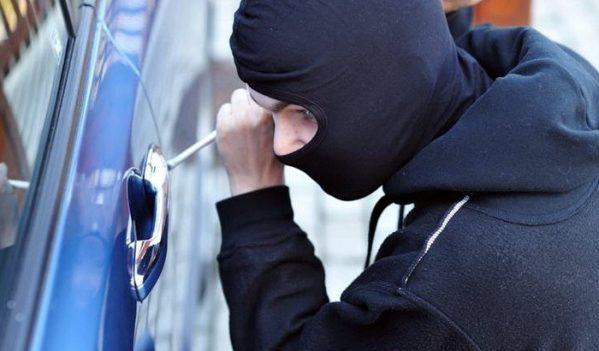 Spărgători de autoturisme prinși în flagrant de jandarmii aiudeni