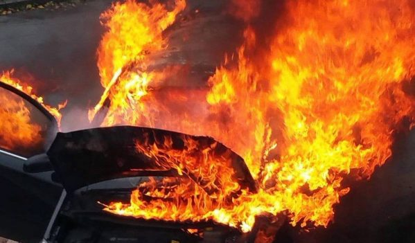 I-au dat foc la masina!