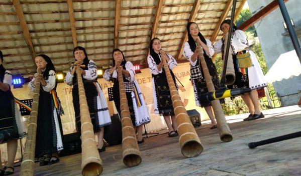 Târgul Național de Turism Rural de la Albac: Cei mai buni interpreți la tulnic și-au demonstrat măiestria într-un concurs unic în România