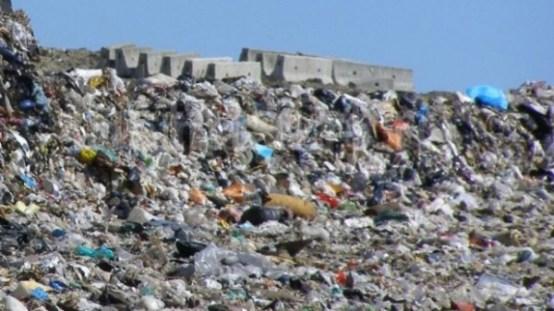 Speriati de protestele albaiulienilor, consilierii locali din Alba Iulia renunta la depozitarea gunoaielor in oras!