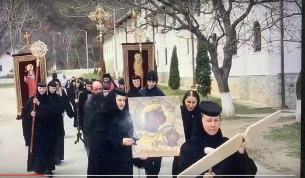Maicile de la Manastirea Ramet in procesiune impotriva coronavirusului