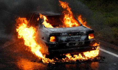 4 persoane banuite ca au incendiat 6 autoturisme, retinute de politisti