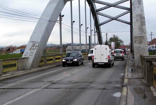 Lucrarile la podul peste Mures, la Alba Iulia, o escrocherie pe bani publici?