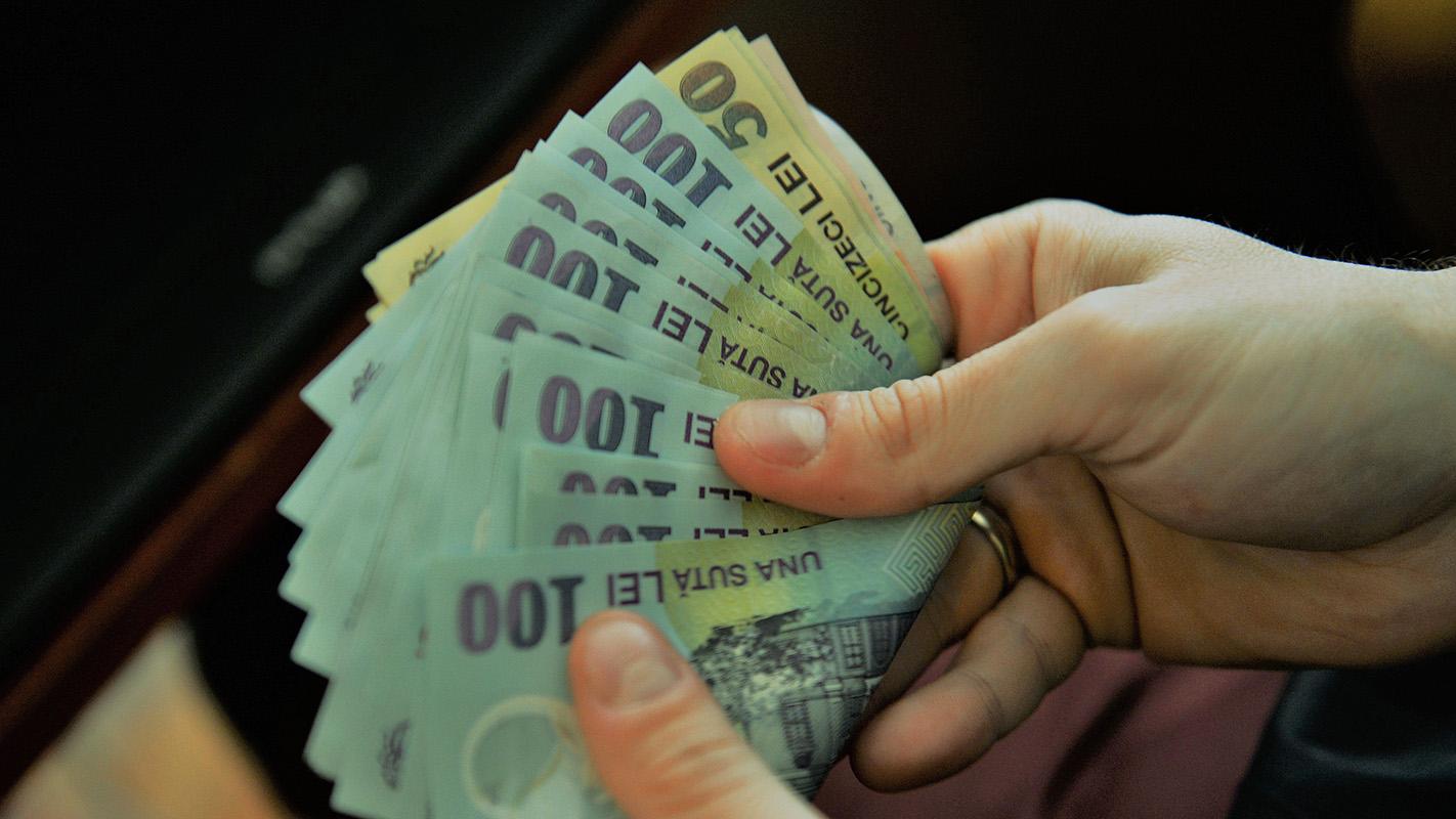Atentie la cei care va cer sa le schimbati bani! Un smenar din Cluj a inselat 3 persoane din Alba Iulia!